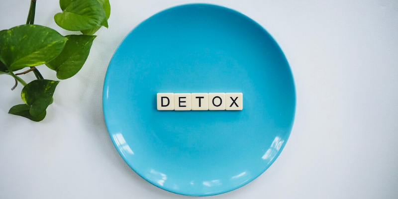 empty blue plate with a detox sign